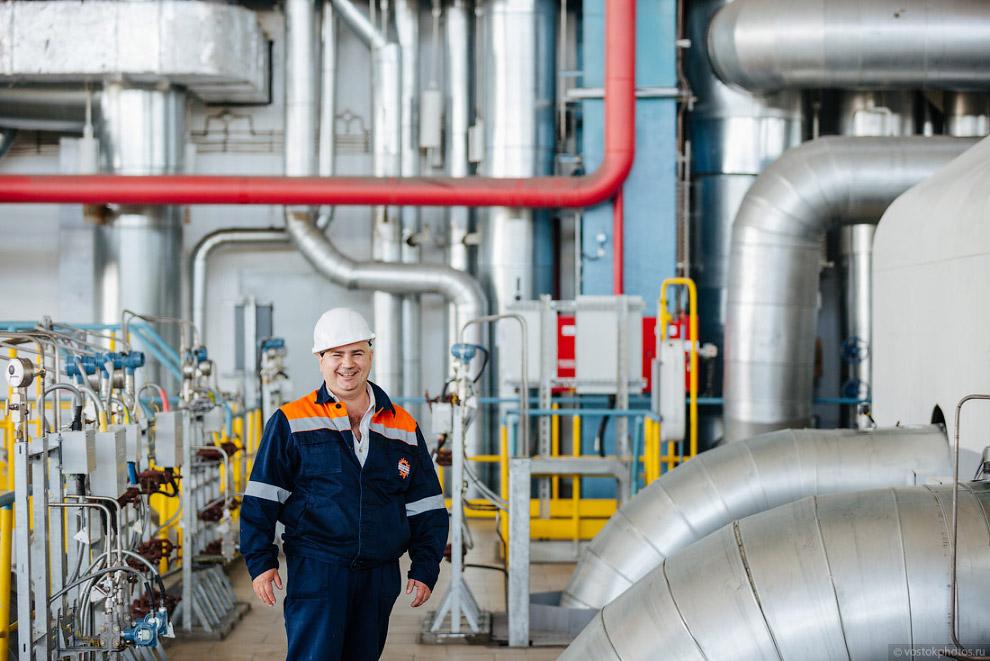 23. В состав основного оборудования входят две паровые конденсационные турбины производства ОАО
