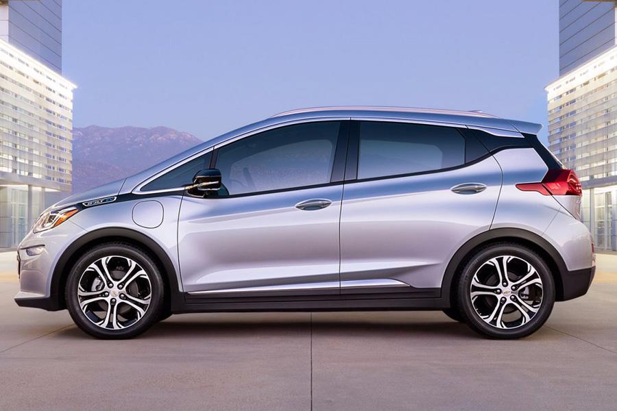General Motors показал производственную модель своего первого доступного электромобиля под названием