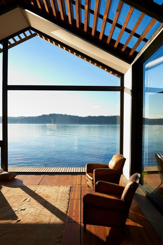4. Благодаря множественным стеклянным элементам дом полностью открыт для света и позволяет круглые с