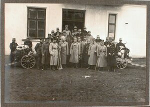 Группа пленных офицеров.