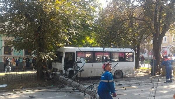 ВТаганроге вДТП смаршруткой 2 человека погибли, 11 пострадали