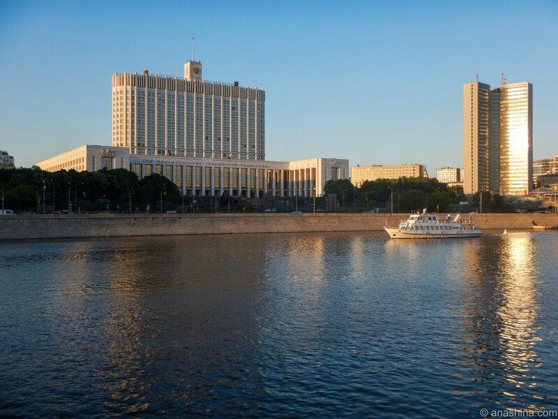 Дом Правительства РФ и здание Правительства Москвы