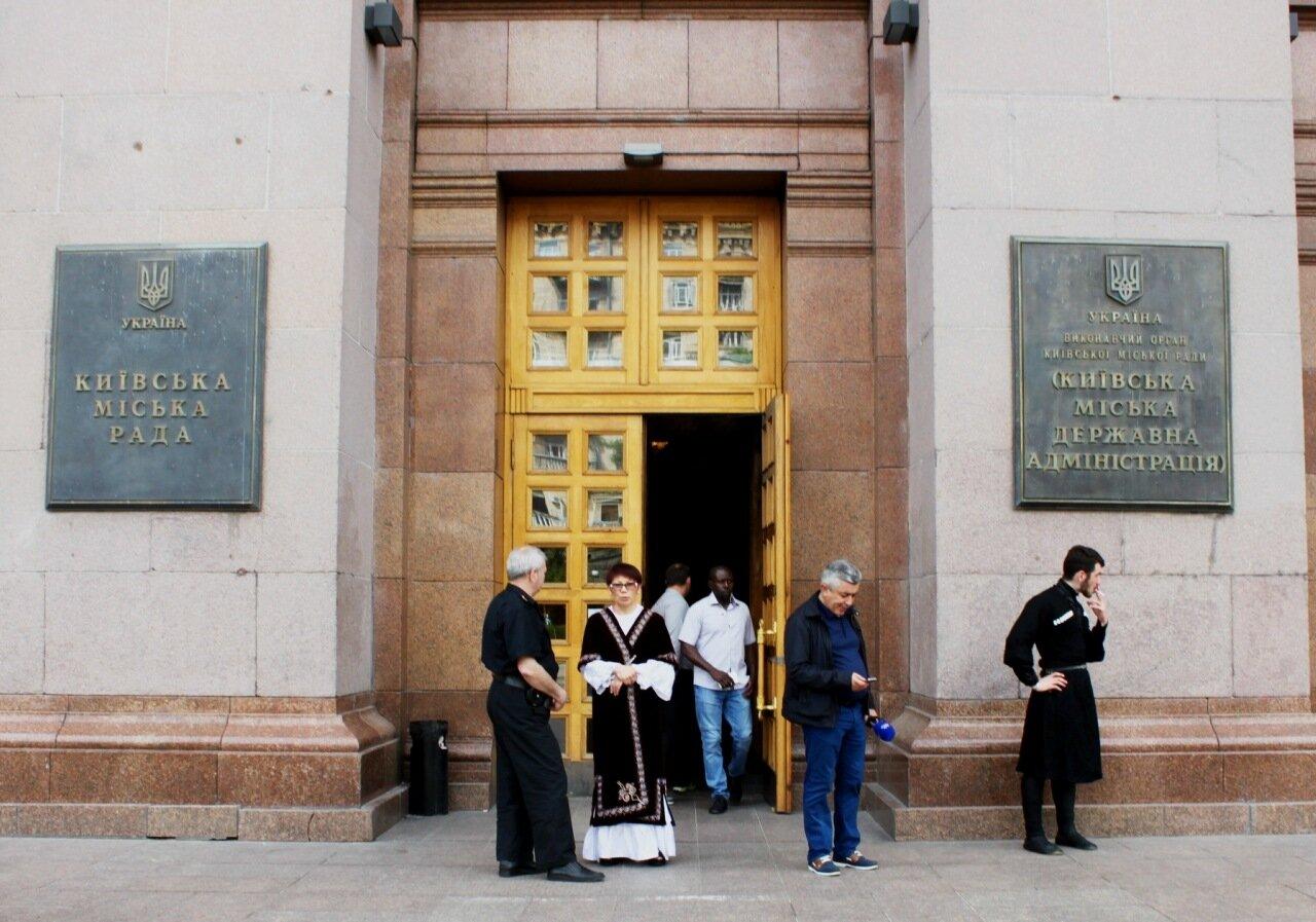 Вход в мэрию Киева