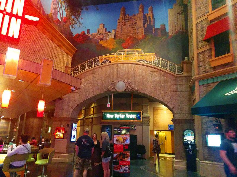 Внутри отеля «Нью-Йорк, Нью-Йорк»   Лас Вегас
