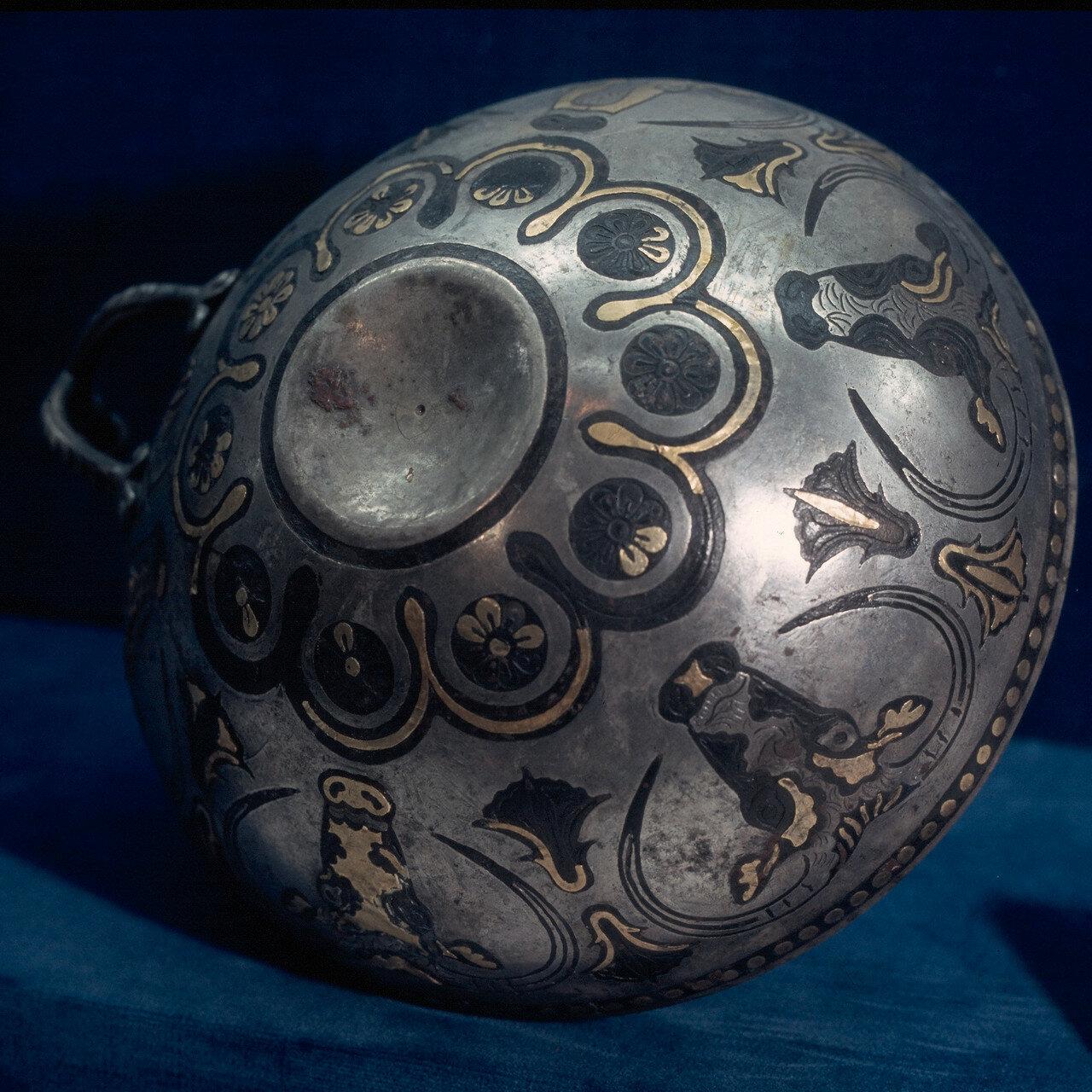 Микенская серебряная чаша с золотом и чернью из Энкоми, диаметр 16 см. XIV в. до н.э.