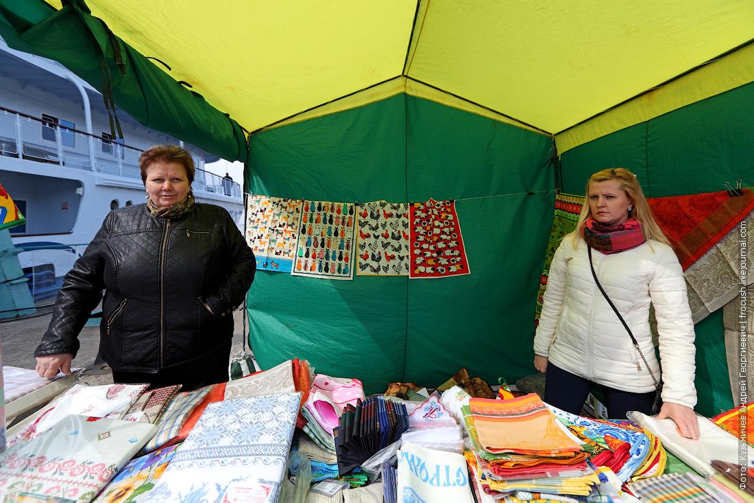 торговцы изделиями из льняной ткани