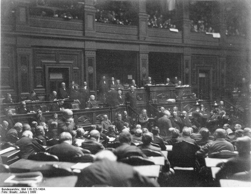Bundesarchiv_Bild_116-121-143A_Reichstag_Plenarsitzungssaal.jpg