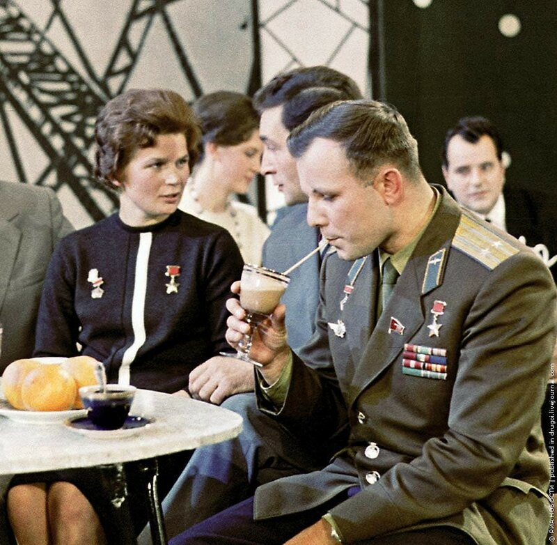 1964 Гагарин и Терешкова.jpg