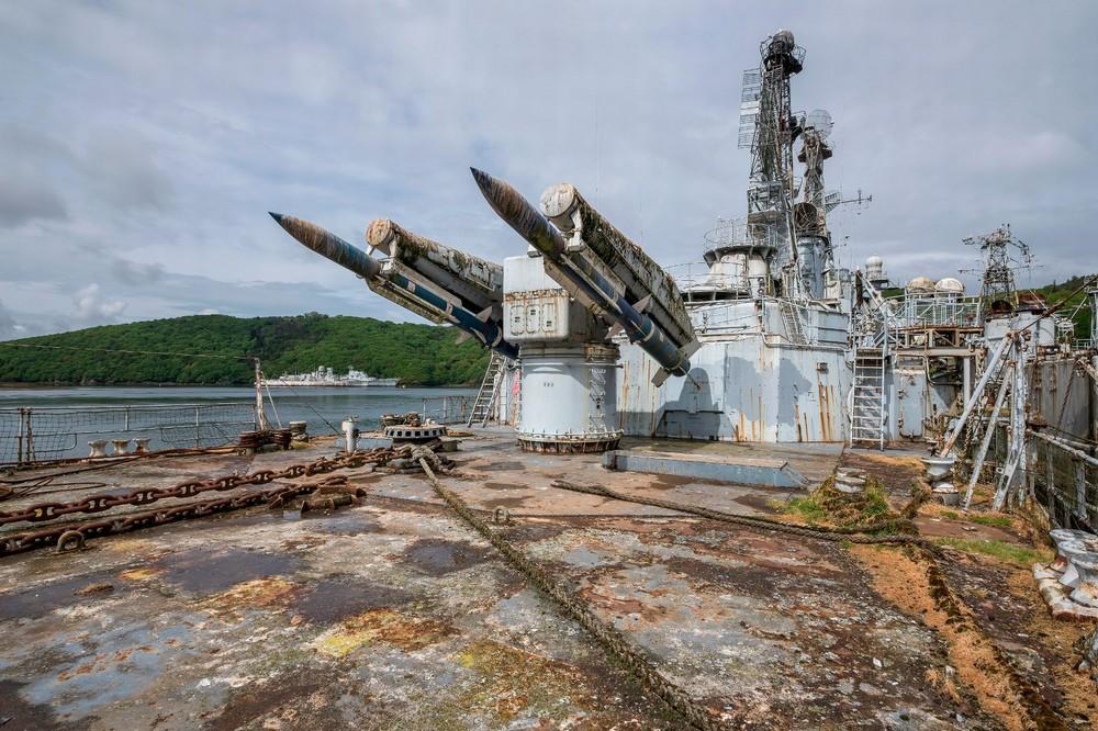 Заброшенный французский ракетный крейсер