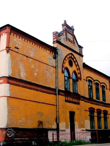 Другой фасад школы