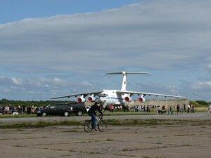 День воздушного флота на аэродроме в Кречевицах - самолёт ИЛ-76МД, открытый для посещения