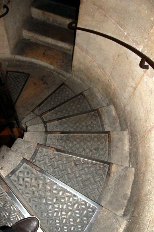 Париж. Винтовая лестница внутри Трумфальной арки