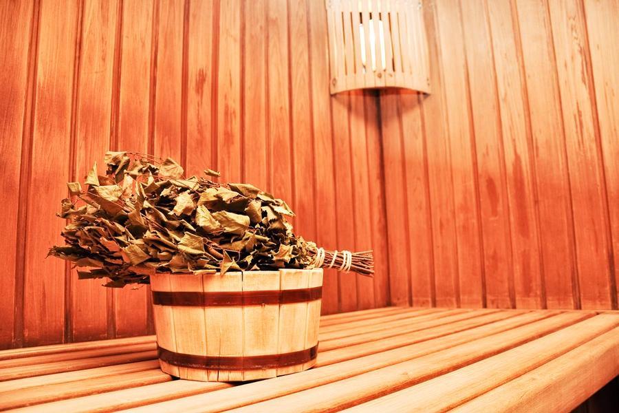 1. Особенности русской бани. Традиционно для русской бани характерны два составляющих: пар и жар. Те