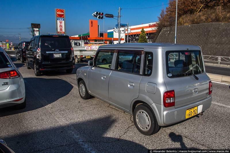 Типичная японская машина — минивэн-малолитражка, внешне очень похожая на холодильник.