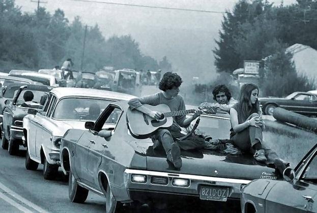 В августе 1969 года в городишке Бетел, штат Нью-Йорк, впервые проходил рок-фестиваль под названием «