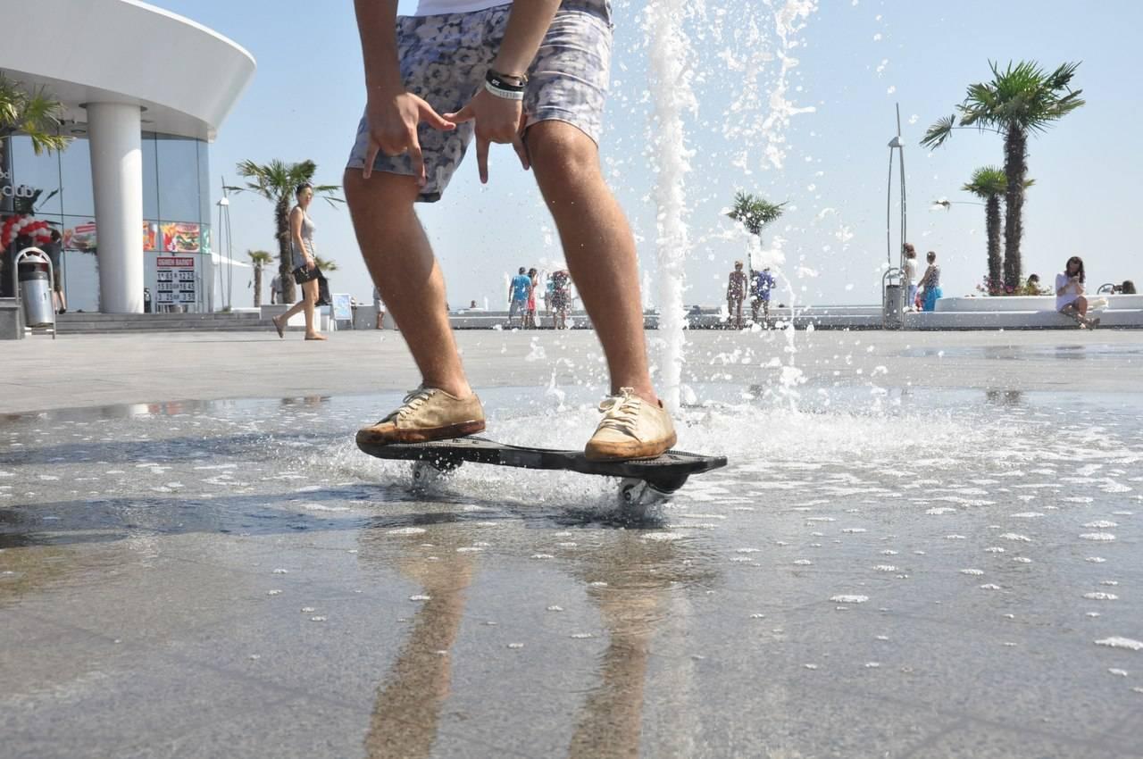 На первый взгляд это скейтборд. На второй — адская неуправляемая машина. Без паники — рипстик, или р