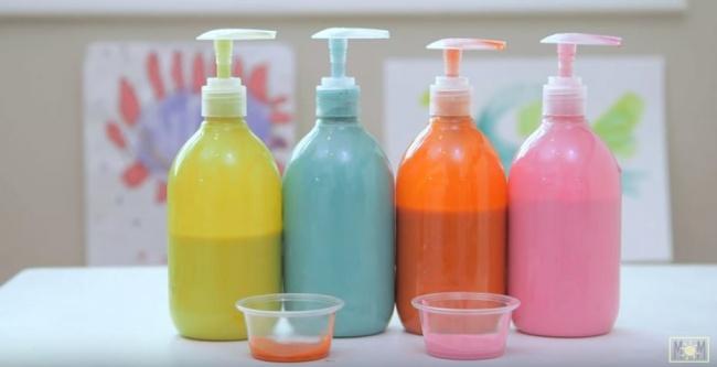 Жидкие краски можно разлить вбанки сдозаторами— они неуспеют засохнуть иребенок легко сможет вы