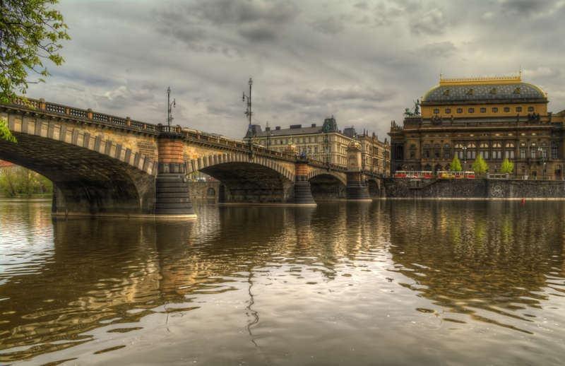 Мост Легионов (чешск. most Legii) позволит попасть от Национального театра к проспекту Победы.