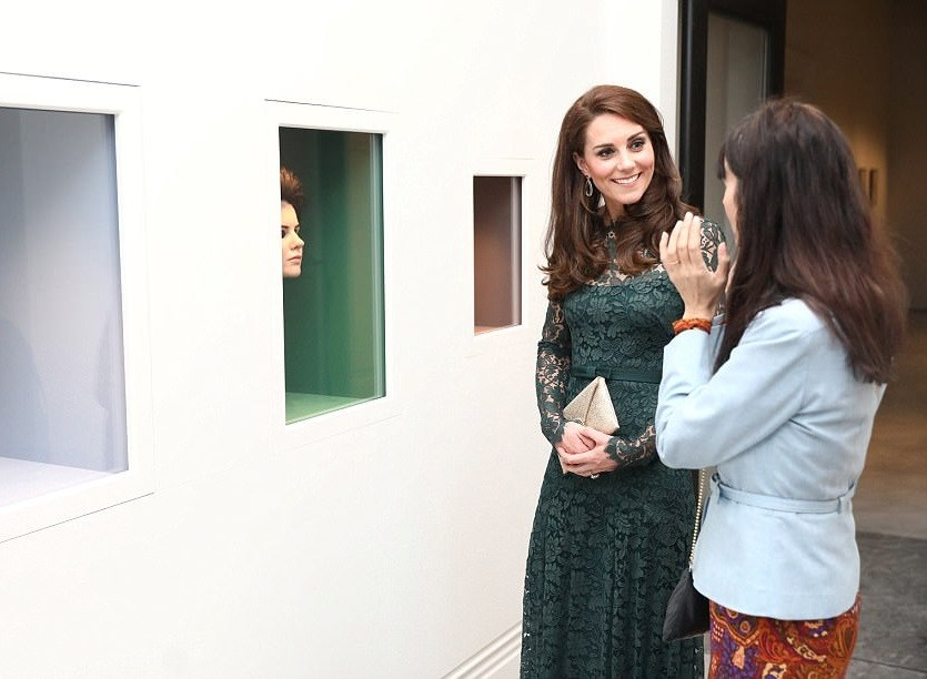 Кейт Миддлтон выделила стройную фигуру кружевным платьем