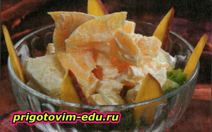 Салат с сыром и манго