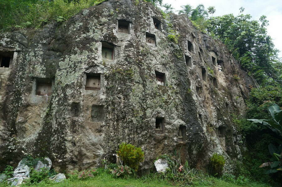 Захоронения Tana Toraja