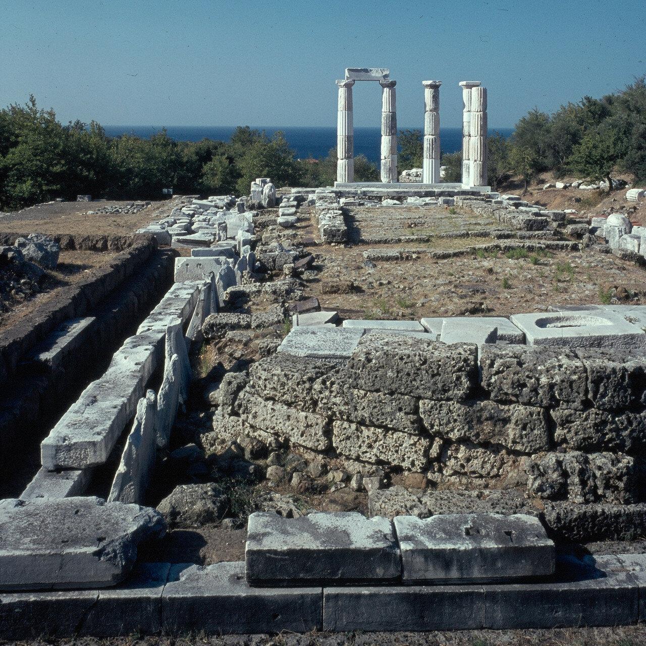 Самофракия. «Святилище великих богов» Апсида мистерального храма кабиров. 1964