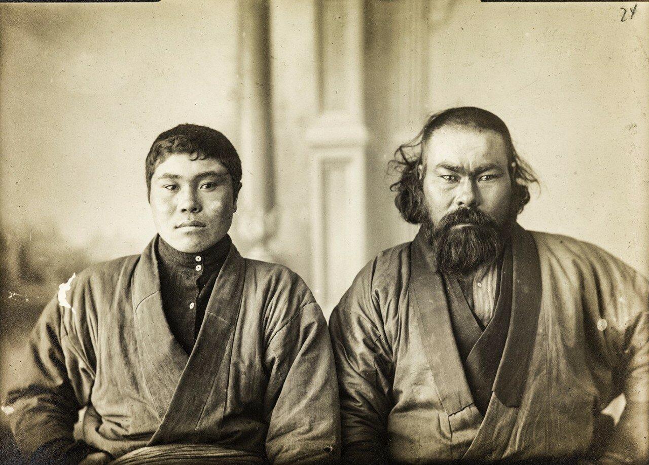 Портрет двух айнов