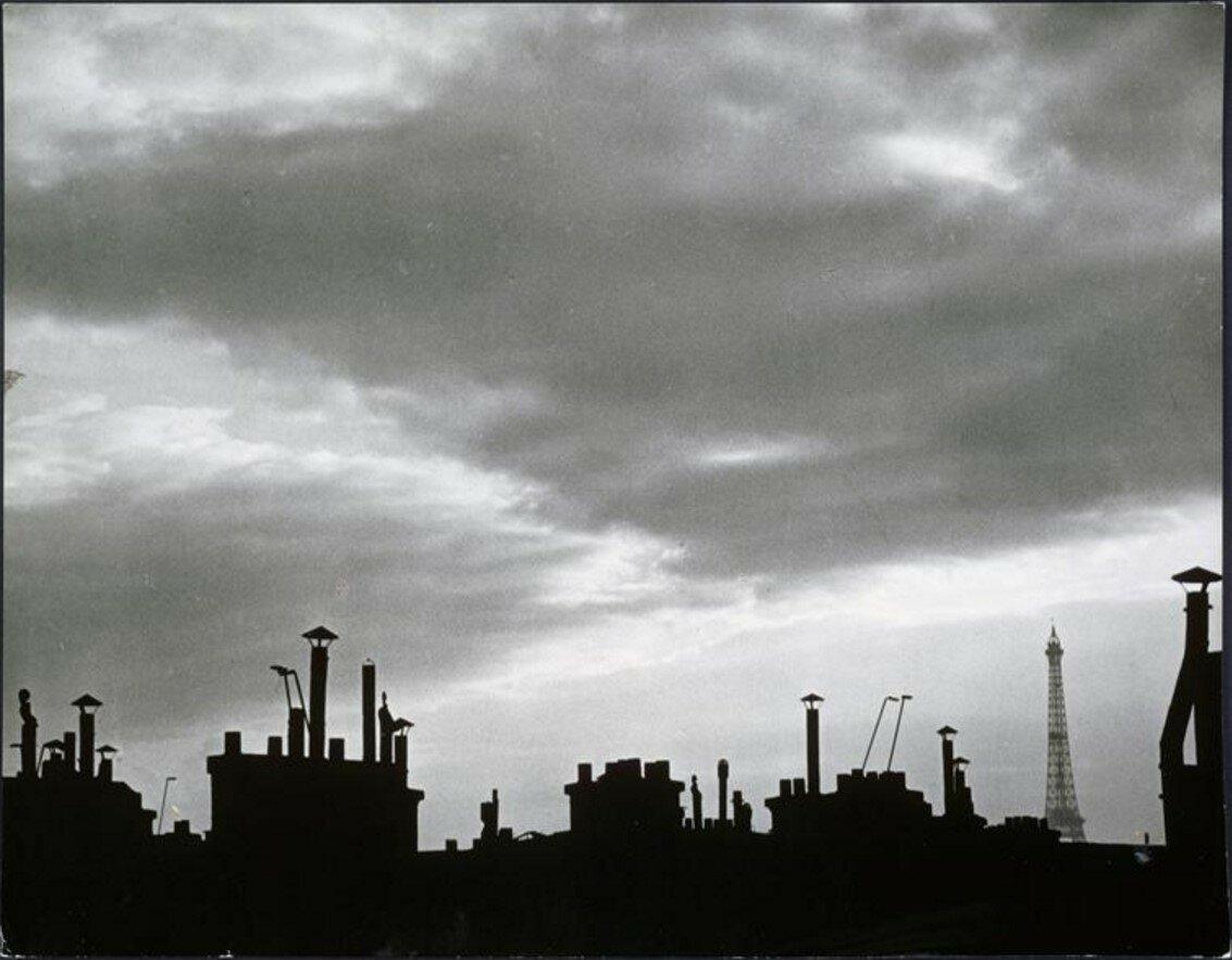 1932. Вид парижских крыш из окна мастерской Пикассо на рю де ла Боэти