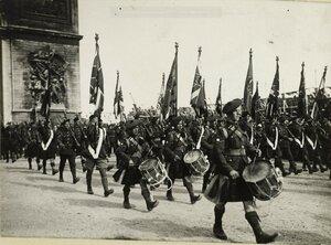 1919. Парад 14 июля. Шотландские солдаты.  Елисейские поля, площадь Этуаль