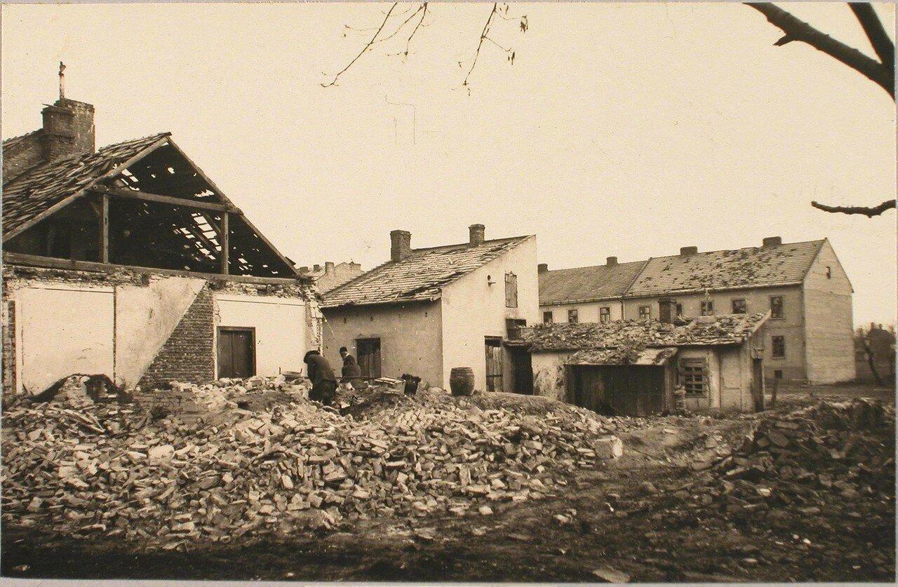 111. Вид дома, разрушенного 42 см. снарядом. Галиция. Тарнов