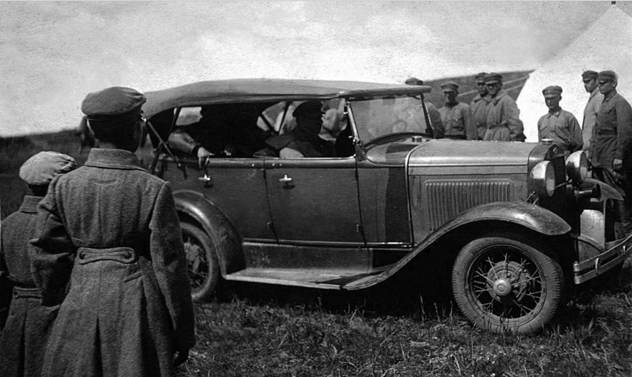 Прибытие Василия Блюхера в военный лагерь. 1933.