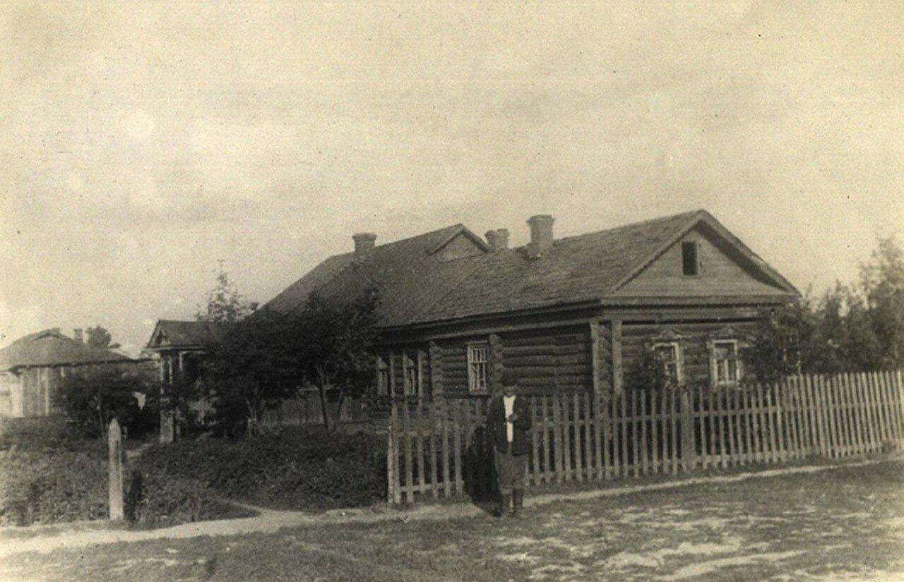 1946. Садовая улица, возле дома №55