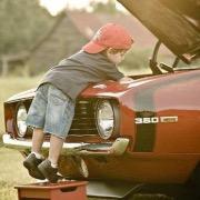 Мальчик и машина
