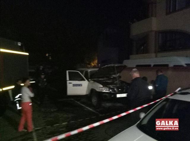 Машину ОБСЕ подожгли в центре Ивано-Франковска. ФОТО