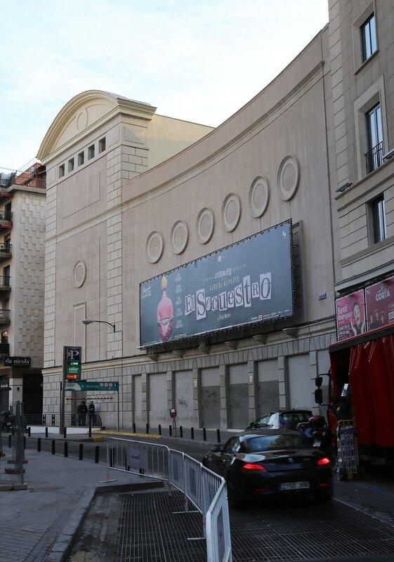 Утренний Мадрид. Гран-Виа. Бывшее здание кинотеатра Compac Gran Via, ныне Teatro de la Luz Philips Gran Vía