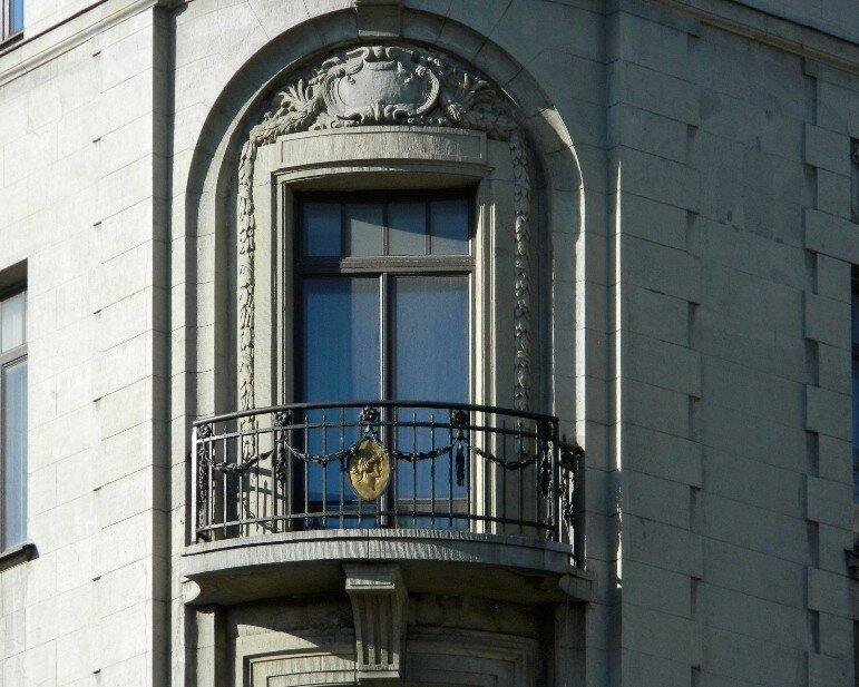 Балкон жилого дома Первого Российского страхового общества