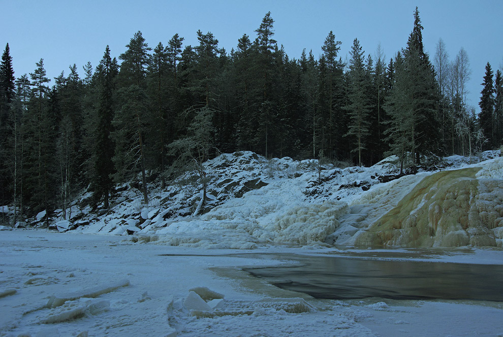 24. Чуть выше по течению есть маленький порог, на котором зимой
