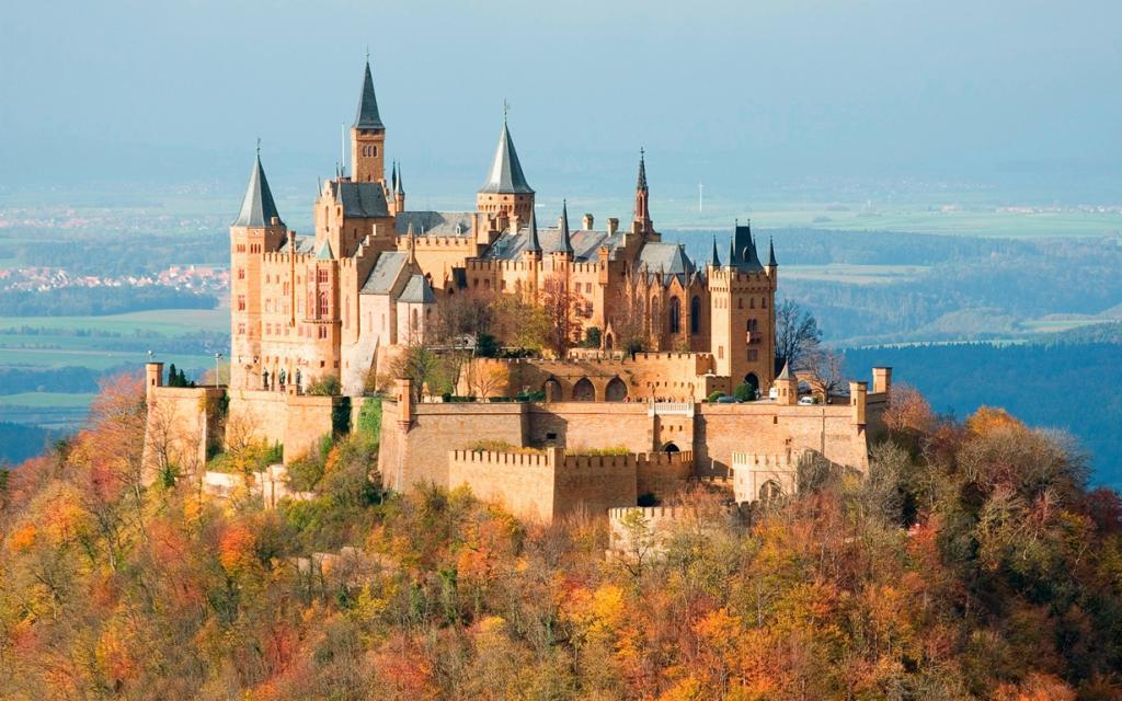3 место. Замок Гогенцоллерн. Расположен в Баден-Вюртемберге на горе Гогенцоллерн. Время строител