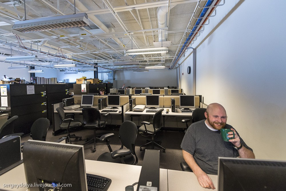 30. Компьютерный клуб. Наверно, когда строили станцию, он был актуален, но сейчас у каждого есть ноу