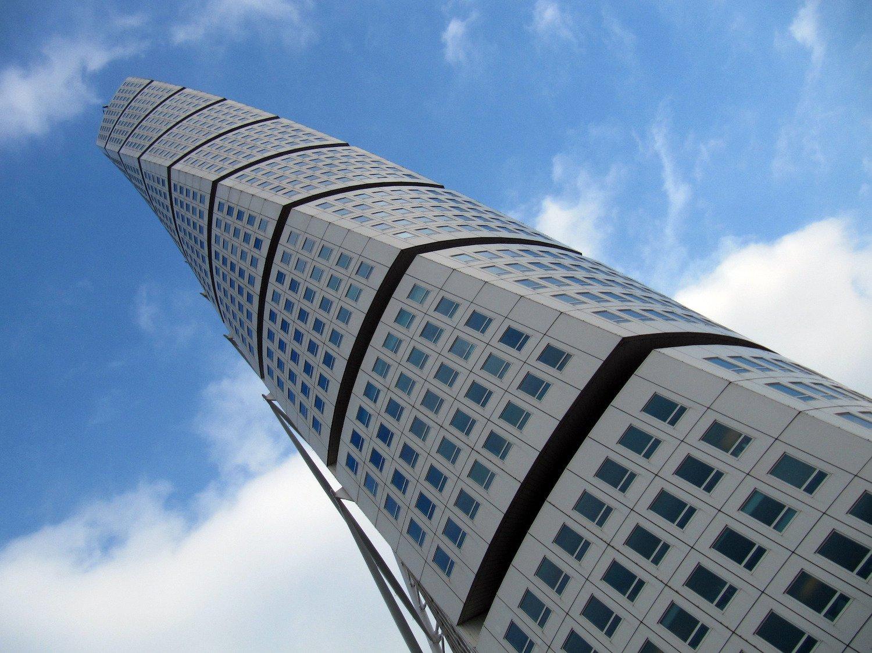 Turning Torso. Высота — 190 метров (до 2013 года это было самое высокое перекрученное здание в мире)