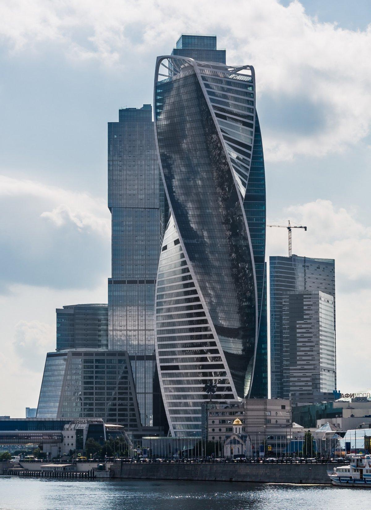 Башня «Эволюция», Москва. Проектирование — «Горпроект», RMJM. Высота — 246 метров. Год постройки — 2