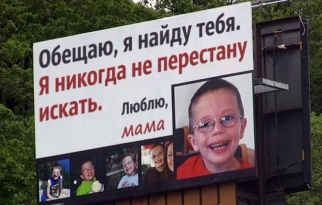 © imgur.com  Мать слушает, как бьется сердце еепогибшего сына вгруди девушки, которой оно бы