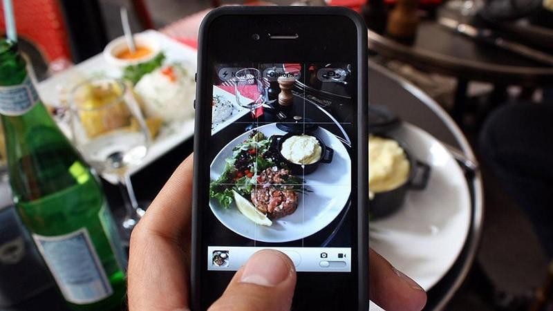 10. Люди станут массово фотографировать еду телефоном С увеличением популярности Instagram появилась