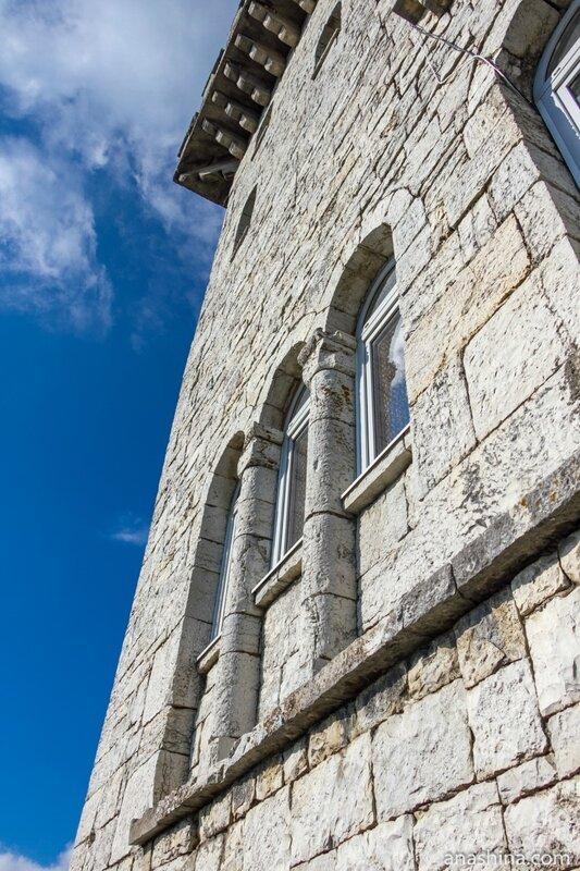 Стена башни Ахун, Большой Ахун, Сочи