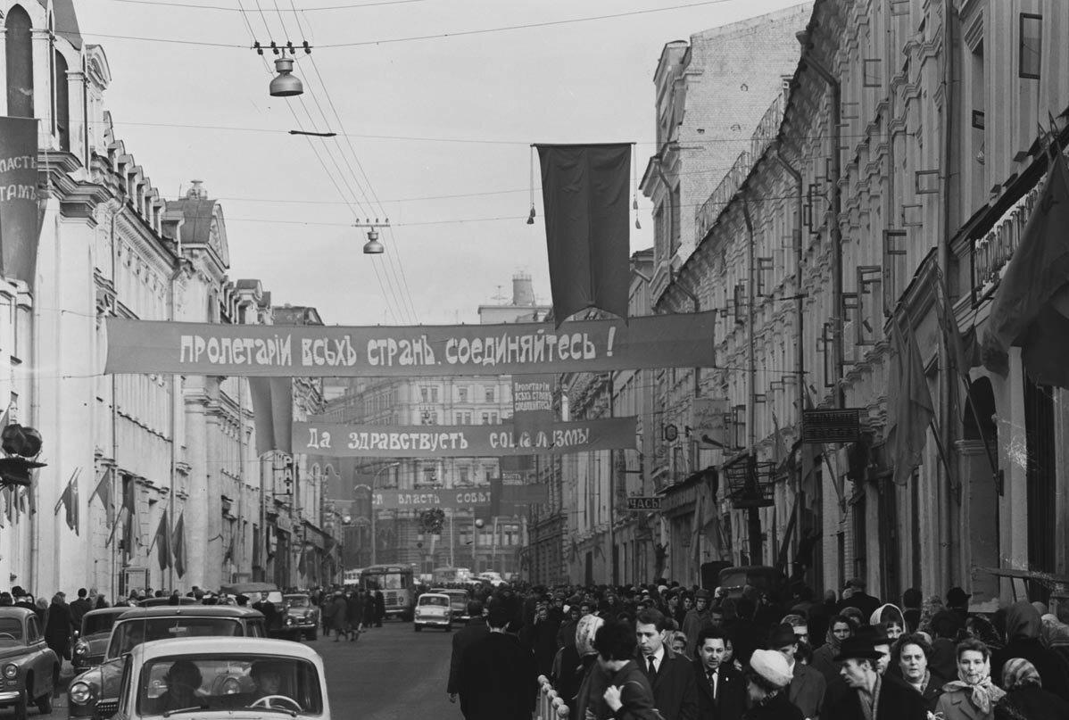 1967. Улица 25 октября в дни празднования 50-летия Советской власти