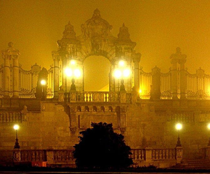 Будайская крепость, ночь, туман