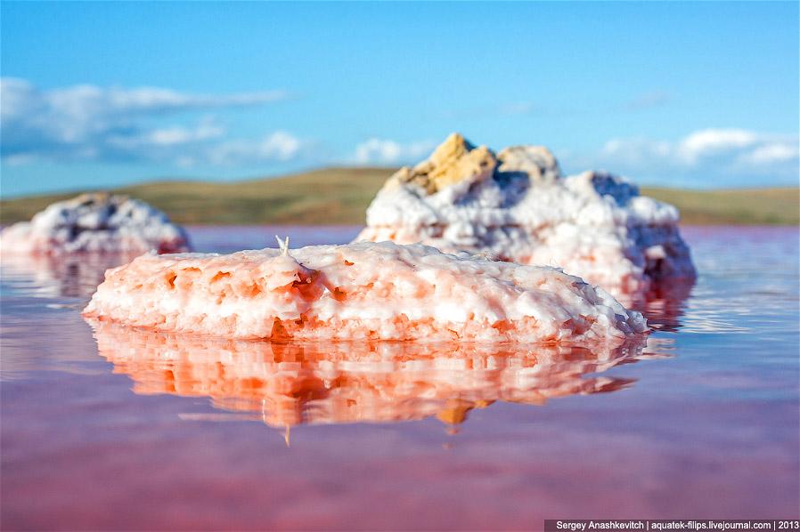Если бы вода могла покрыть полностью эти валуны, они были бы полностью в соли: