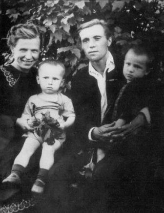 0006-005-V-1945-godu-Astafev-zhenilsja-na-Marii-Semjonovne-Korjakinoj.jpg