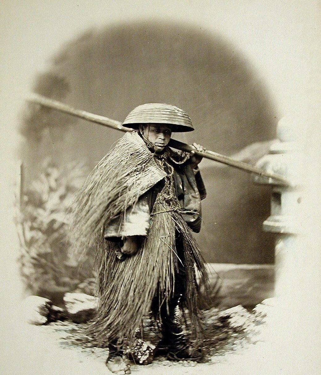 Носильщик в зимней одежде