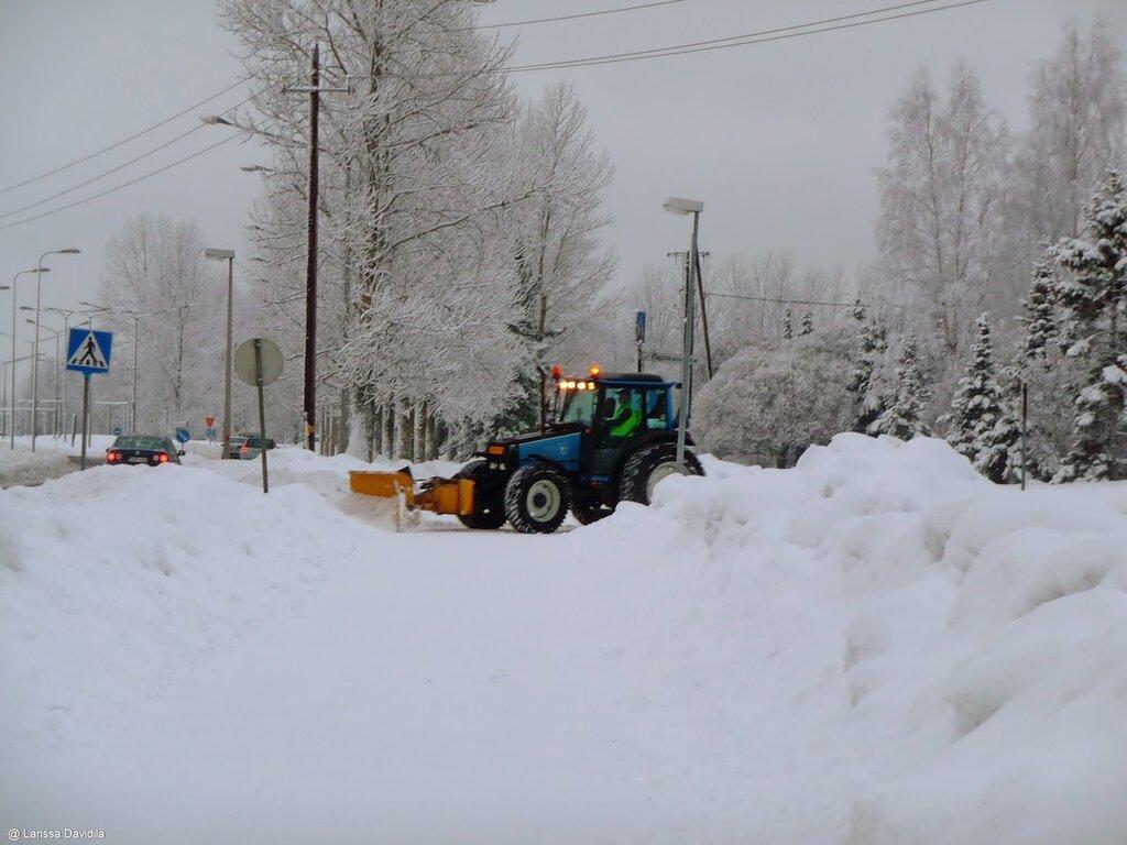 18.01.2011 - Уборка снега в районе частных коттеджей.